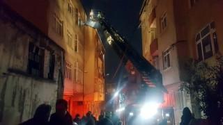 Gaziosmanpaşa'da korkutan çatı yangını