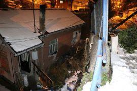 Sarıyer'de istinat duvarı çöktü 5 ev tahliye edildi