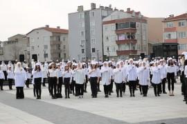 601 öğrenci İstiklal Marşı'nı işaret diliyle okudu, o anlar havadan görüntülendi