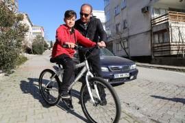Başkan Akgün, Hakan'ın bisiklet hayalini gerçekleştirdi