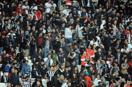 Beşiktaş taraftarlarından Fikret Orman ve Şenol Güneş'e tepki