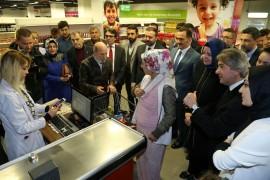 Beyoğlu'nda Sosyal Market'te 'QR' kodla alışveriş dönemi başladı