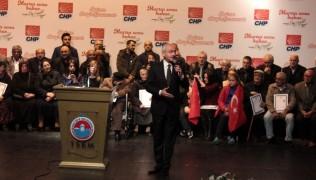 CHP lideri Kılıçdaroğlu, Maltepe'de tapu dağıttı