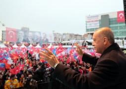 """Erdoğan: """"Birileri seçimlerde farklı sonuçlar çıksın Türkiye tökezlesin diye ellerini ovuşturuyor"""""""