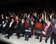 Galatasaray Başkanı Mustafa Cengiz ve yönetimi, yıllık olağan mali genel kurulda, mali yönden ibra edilirken, idari yönden ibra edilmedi. Tüzüğe göre yönetim 1 ay içinde seçim kararı almalı.