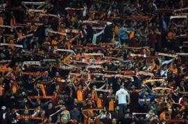 Galatasaray tribünleri Bülent Korkmaz'ı unutmadı