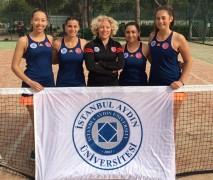 İAÜ'nün kızları teniste namağlup şampiyon