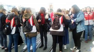 Kadınlar İstiklal Caddesi'ne alınmaya başladı