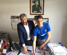 (Özel Haber) Galatasaray ve Beşiktaş'ın radarındaki isim profesyonel sözleşme imzaladı