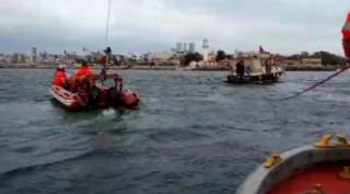 (Özel) Teknede mahsur kalan 6 kişi böyle kurtarıldı