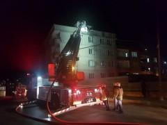 Sultangazi'de korkutan çatı yangını