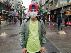 Yağmurlu hava 20 yaş altı gençlerin sokağa çıkmasına engel olmadı