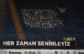 Beşiktaşlı futbolcular taraftarı selamladı!