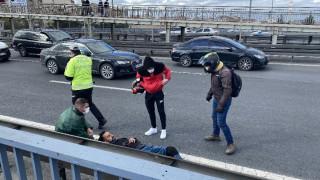 E-5 karayolunda otomobil motosikletliye çarpıp kaçtı
