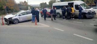 Halıcıoğlu'nda zincirleme kaza: 4 yaralı