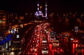 Sokağa çıkma kısıtlaması başladı, 15 Temmuz Köprüsü'nde trafik yoğunlaştı