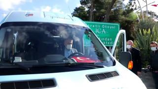 Çekmeköy Belediye Başkanı Ahmet Poyraz engelsiz taksinin direksiyonuna geçti