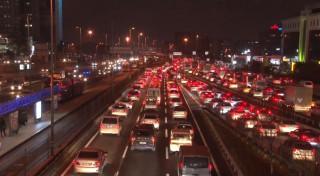 Sokağa çıkma kısıtlamasına dakikalar kala İstanbul trafiğinde yoğunluk